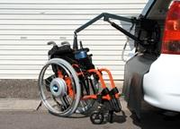 ウインチェアで車いすを吊り上げる準備 ウインチェアへのリンク 別ウインドウで表示