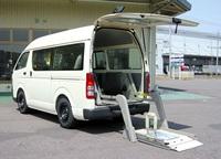 介護車両・スライド式オートリフト(WG1)(リフト展開時) スライド式オートリフト(WG1)へのリンク 別ウインドウで表示