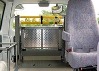 介護車両・手動折畳み式リフト(WK1)(リフト格納時) 手動折畳み式リフト(WK1)へのリンク 別ウインドウで表示